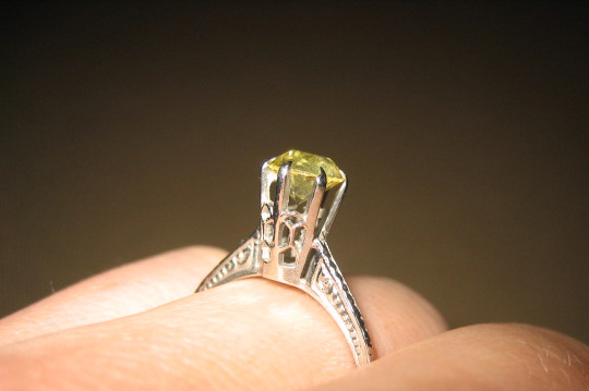 Yellow Sapphire in Antique White Gold Filigree Setting